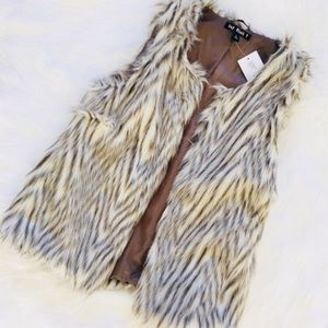 Women's Faux fur Vest!